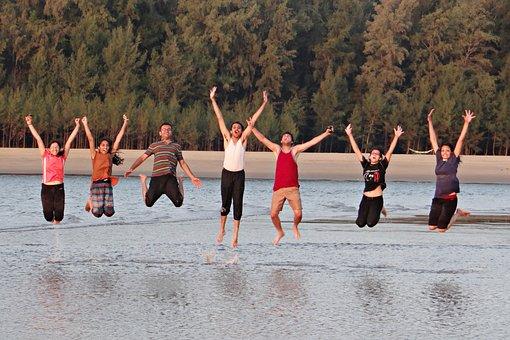 若者, 幸せ, 跳躍, 幸せな人々, ビーチ, はしゃぐ, アラビア海