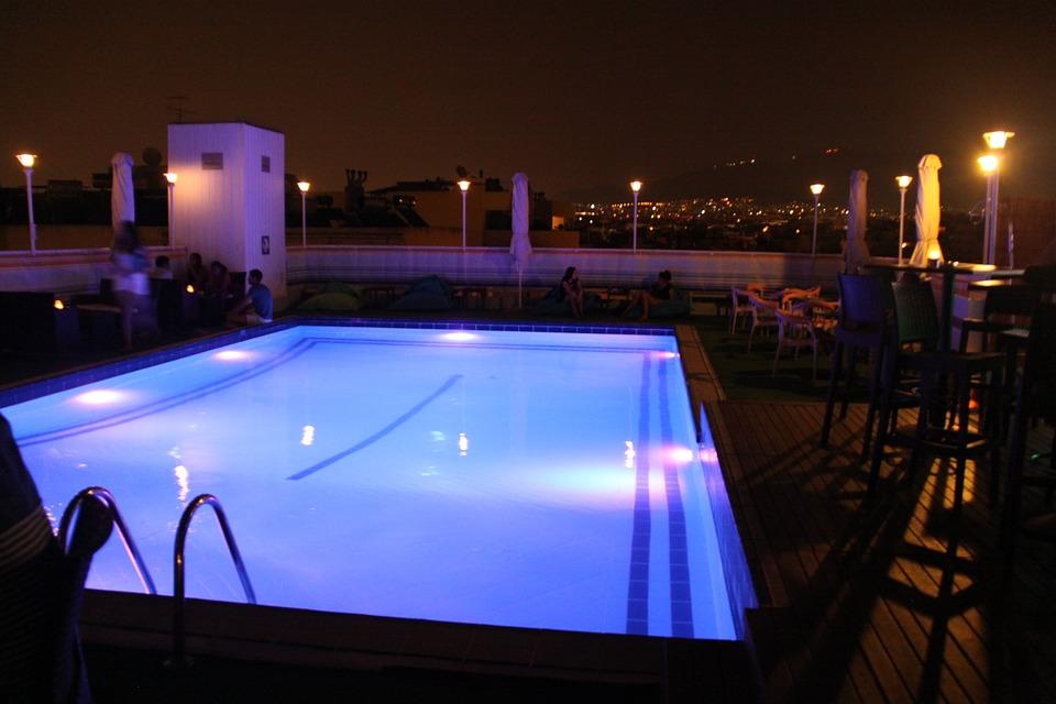 pool wasser nacht nacht foto - Russen Bauen Pool Im Wohnzimmer