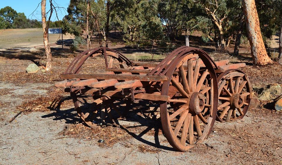 Wagon Junk Old Wagon Wheels Scrap Rusty Spokes