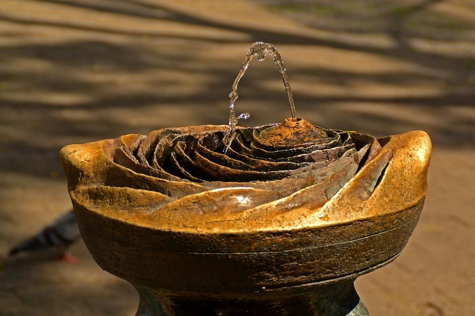 fountain-260307_960_720.jpg