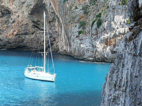 Mallorca - Balearic Agenda 2030 - Schiff in einsamer Bucht