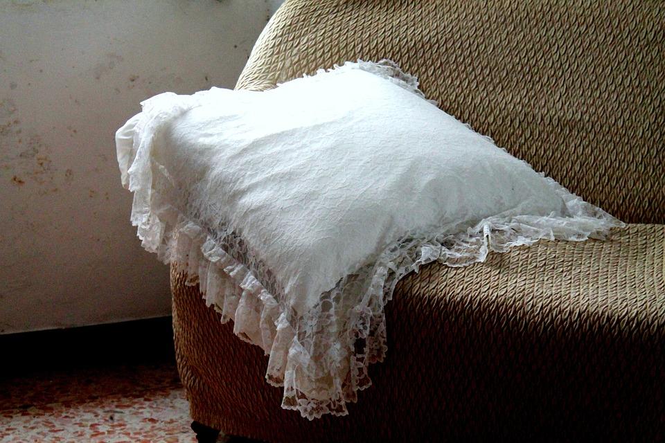 Cuscino ricamato arredo bianco antico
