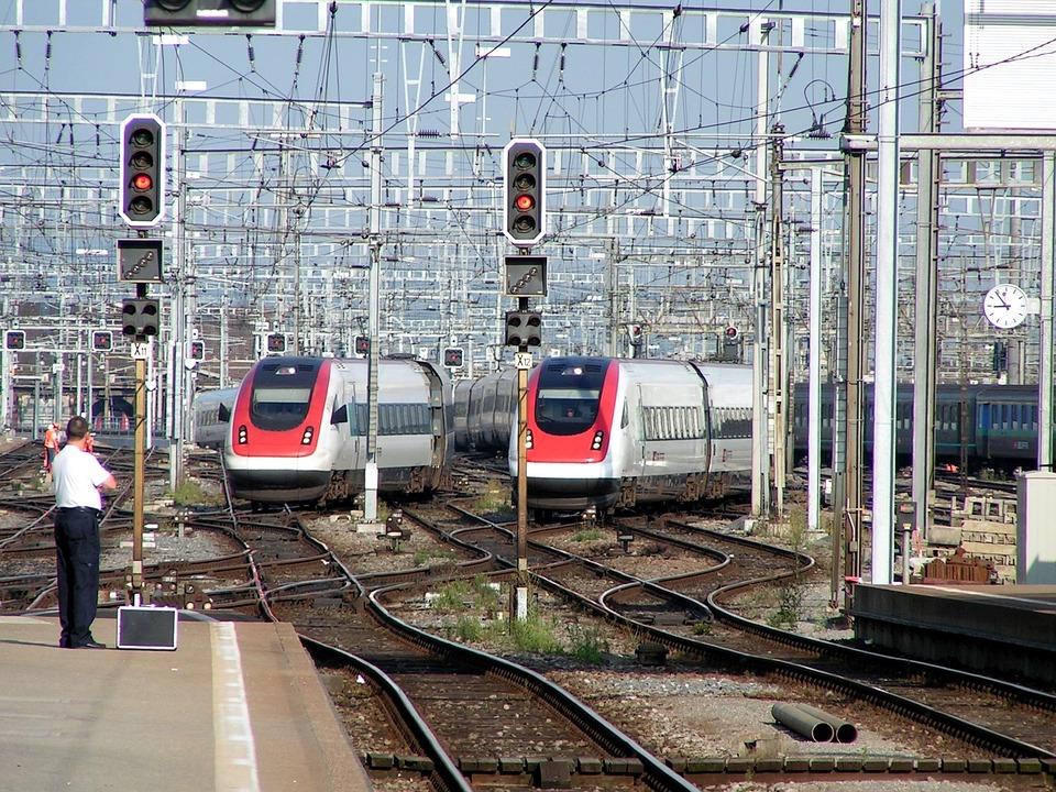 電車 鉄道 チューリッヒ · Pixab...