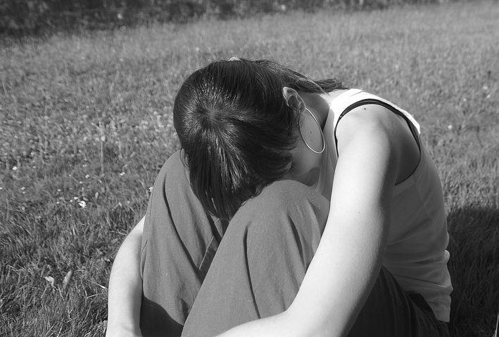 だけで, 女の子, 女性, 夢を見てください, 絶望的な, 悲しい, 思考