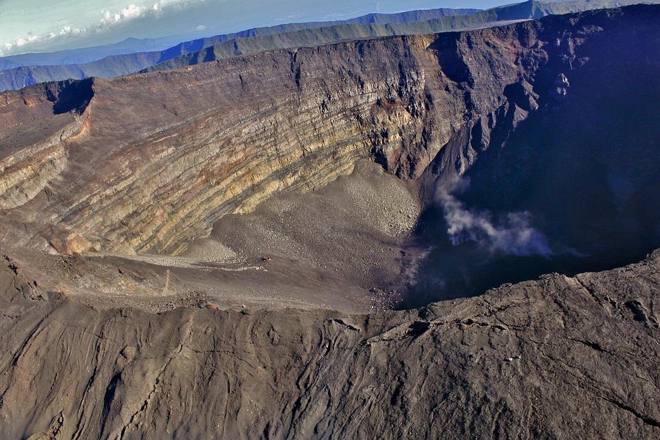 Piton de la Fournaise - La Réunion - Volcan - Outre-mer - SchoolMouv - Géographie - CM1