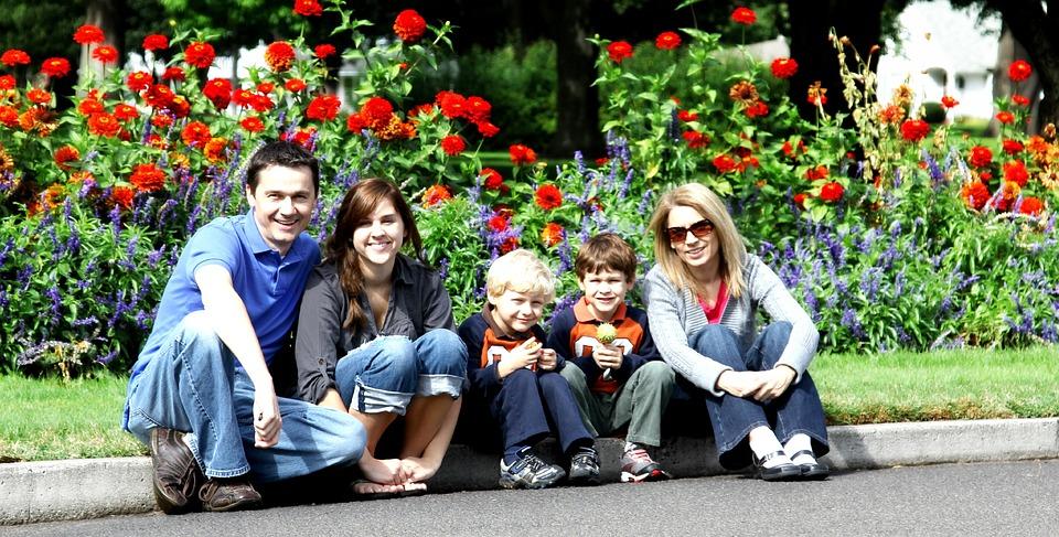 Family, Parents, Kids, Portraits, Outdoors, Posing