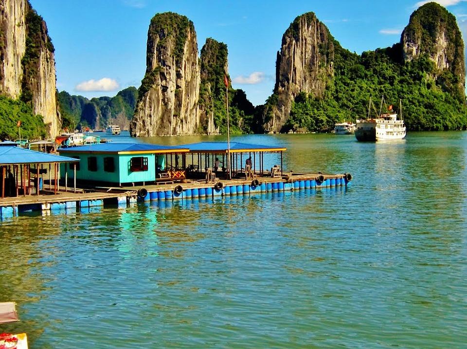 Resultado de imagen de bahia halong pueblo pescadores