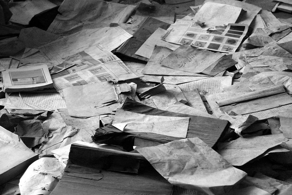 Photo gratuite pile de papier d chets de papier image for Riviste di interior design