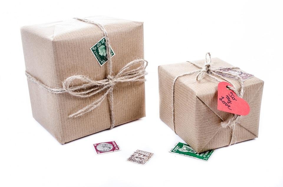 Karton Geschenk