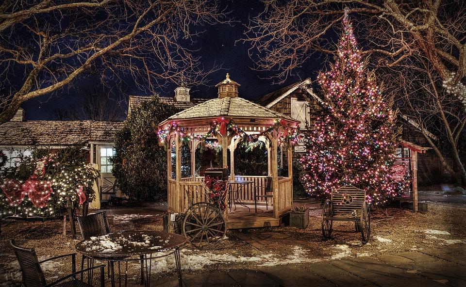 Free photo pavilion gazebo backyard winter free - Decorations de noel exterieur ...