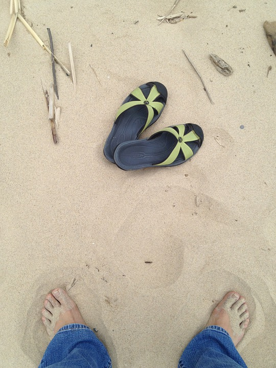 5eb75519 Sand, Beach, Føtter, Sandaler, Fottøy, Sko, Shore