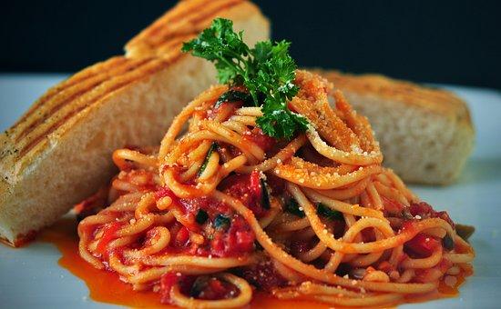 パスタ, スパゲッティ, イタリア料理, トマトのソース, パン, 前菜