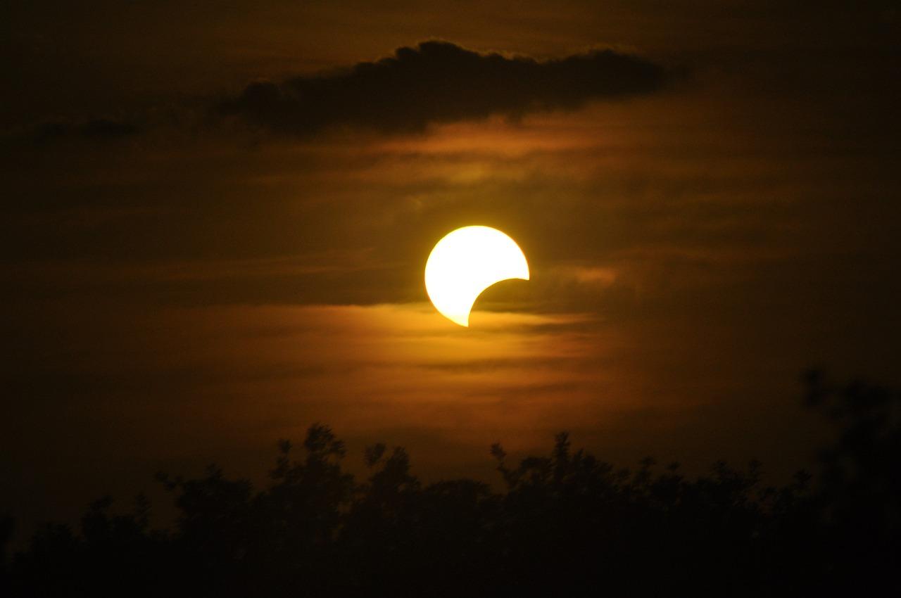 Луна затмение солнца картинки