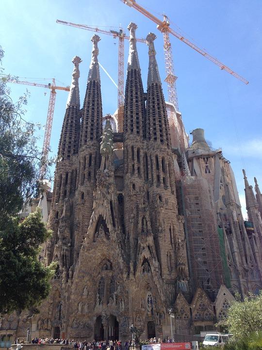 La sagrada familia gaud cathedral free photo on pixabay for Kathedrale barcelona gaudi