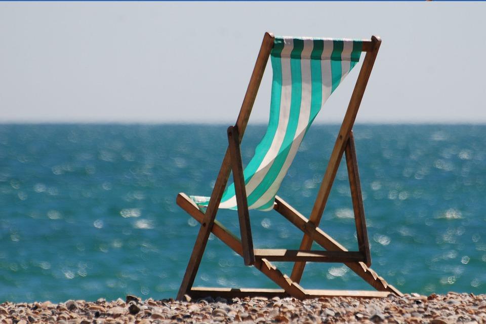 Liegestuhl mit sonnenschirm clipart  Liegestühle Bilder · Pixabay · Kostenlose Bilder herunterladen