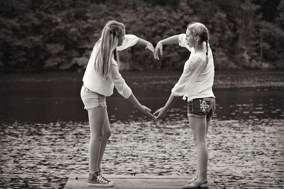 Kostenloses Foto: Mädchen, Freunde, Herz, Bezaubernd
