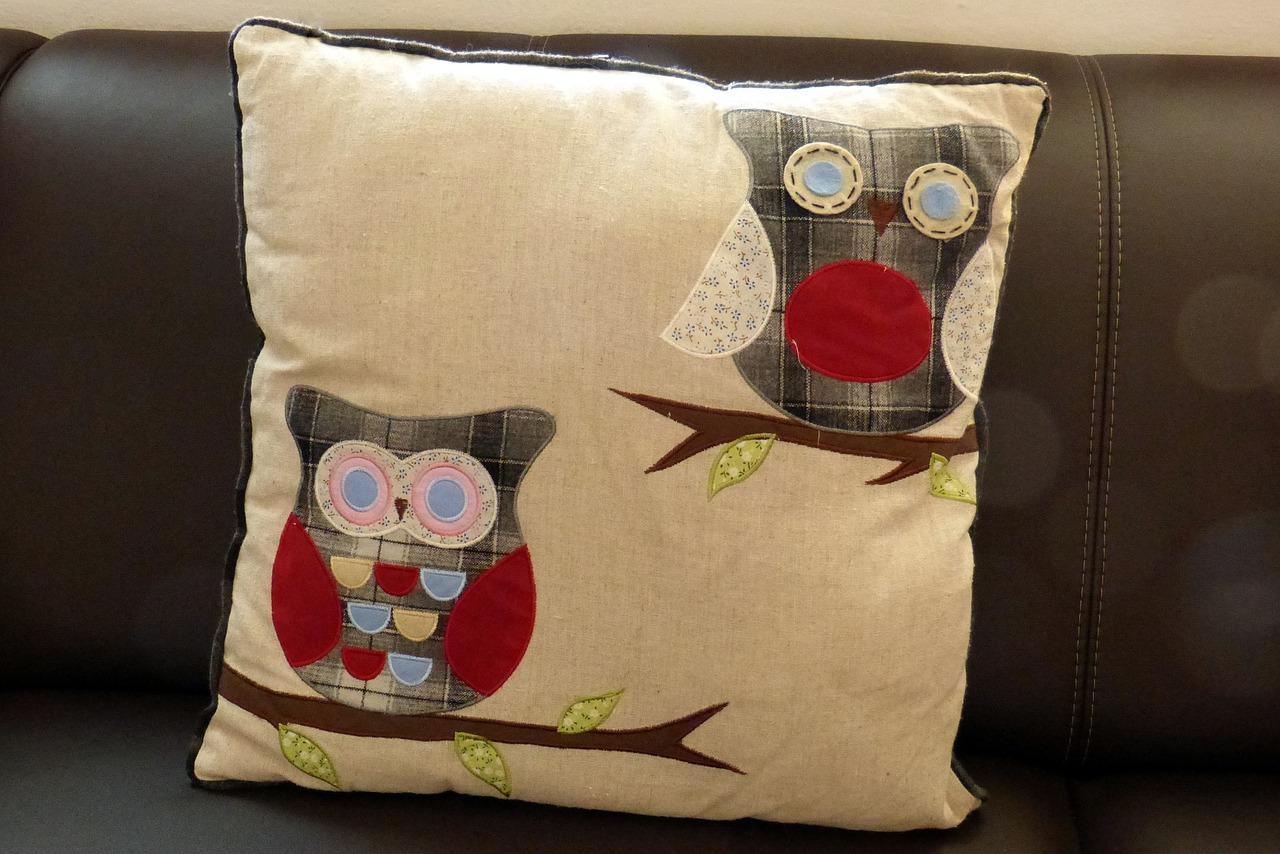 Идеи декоративных подушек на диван своими руками