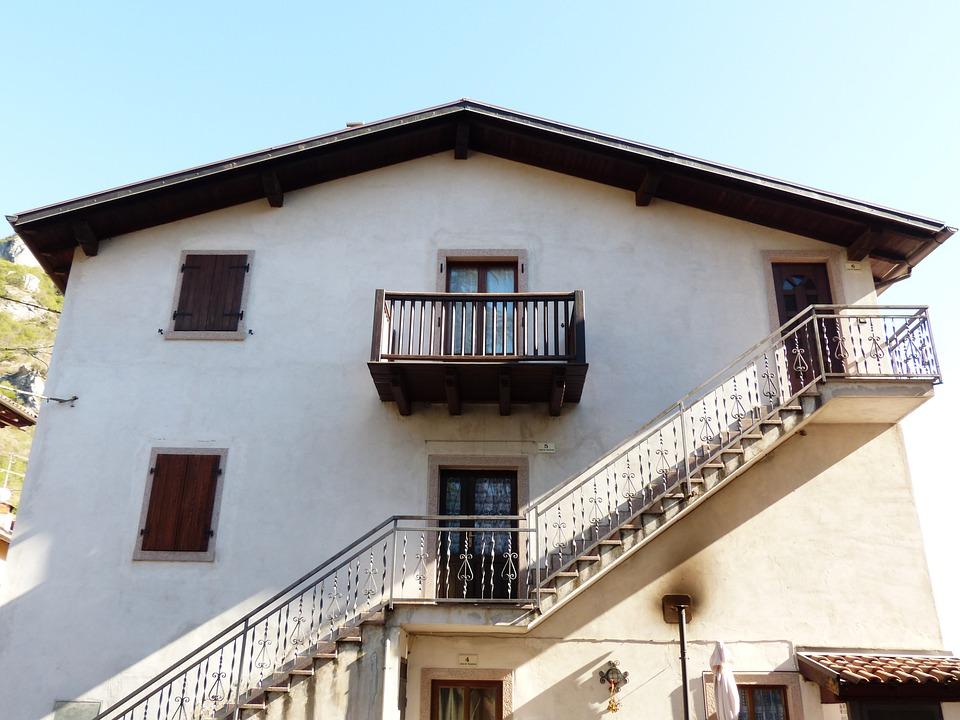 Huis trap balkon externe · gratis foto op pixabay