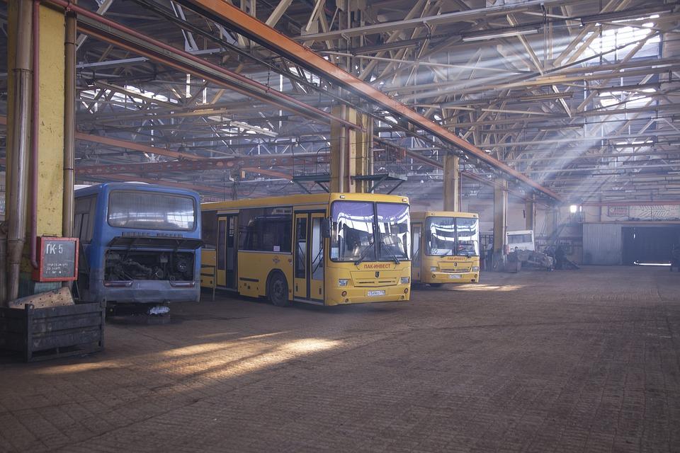 乗用車, バス, 修理, ショップ, 工場, 格納庫, 黄色, 挨りだらけ