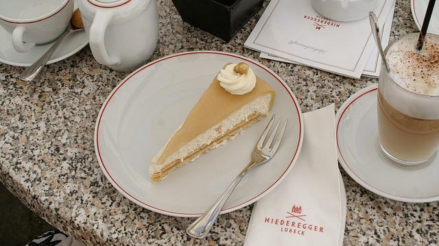 Kostenloses foto torte marzipan nusstorte kaffee for Architektur torte