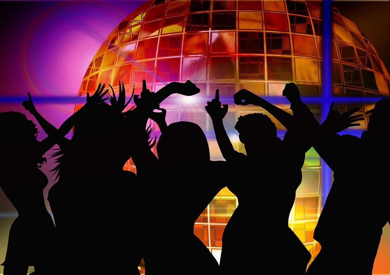 Открытки танцы в клубе, бабушке рождением