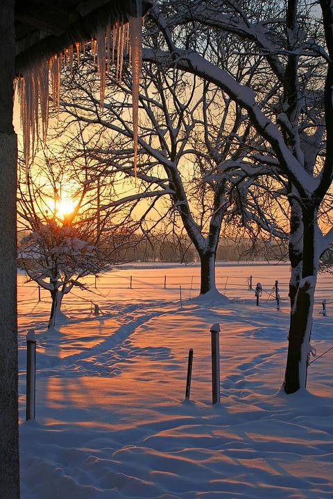 kostenloses foto sonnenaufgang schnee eiszapfen