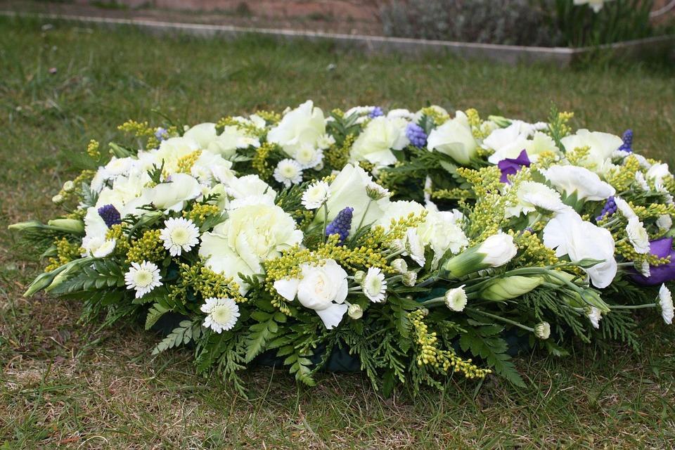 Fleurs Funéraires, Couronnes De Fleurs, Fleur