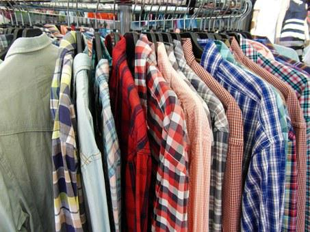 T シャツ, 洋服スタンド, 提供します, 夏のセール, 販売, カラフル, 色