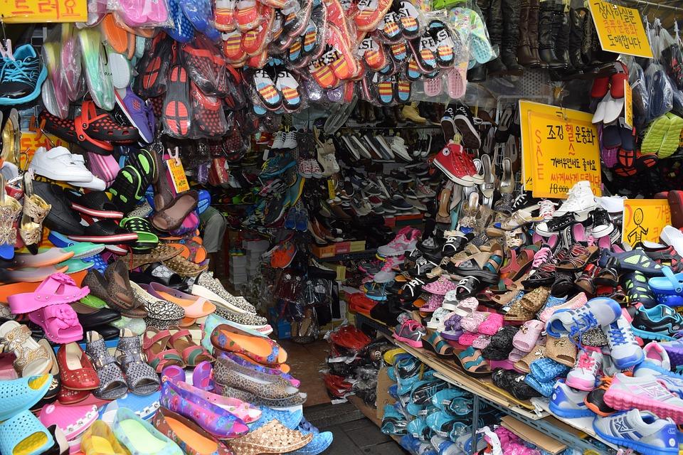 韓国, 韓国市場, 伝統市場, 靴, 商店街, ソウル南大門, 靴シャッフル, 知っているように月のように