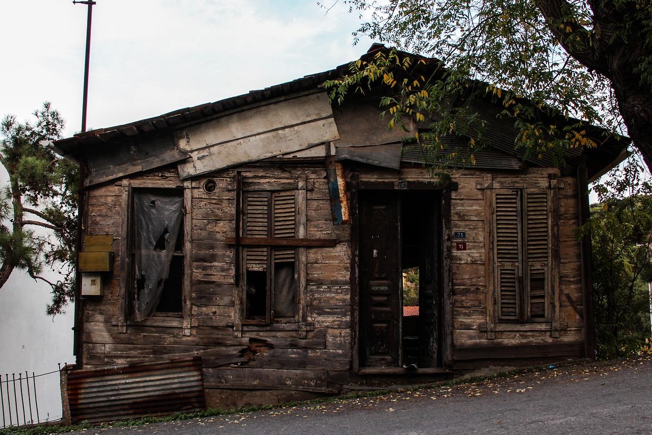Фото реального самого старого дома так сложно