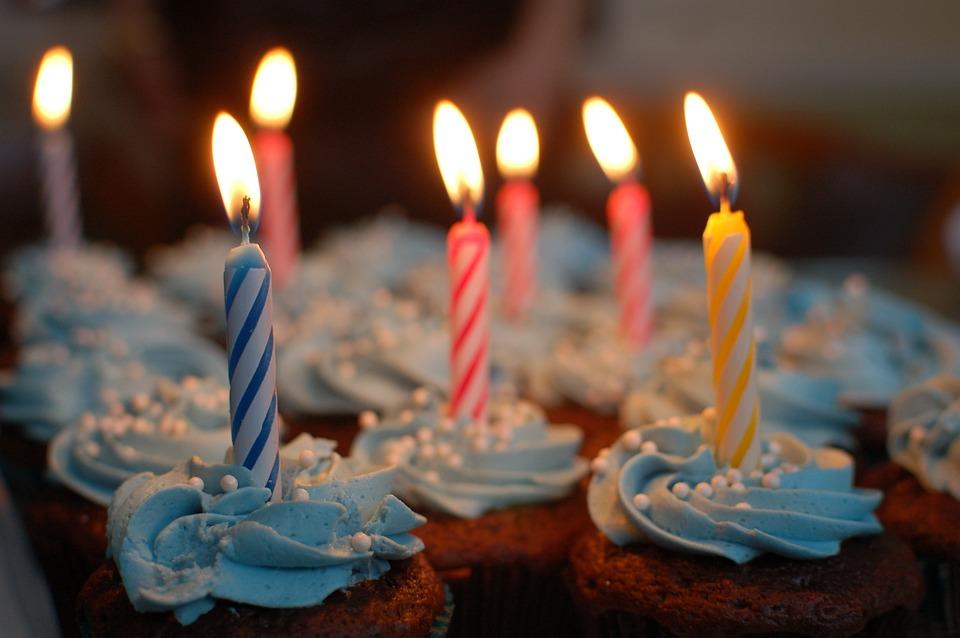 カップケーキ, キャンドル, たんじょうび, キャンドルライト, バースデーキャンドル, ビットデーのお祝い