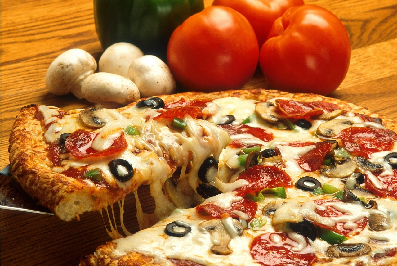 pepperoni pizza with tomatoes and mushrooms
