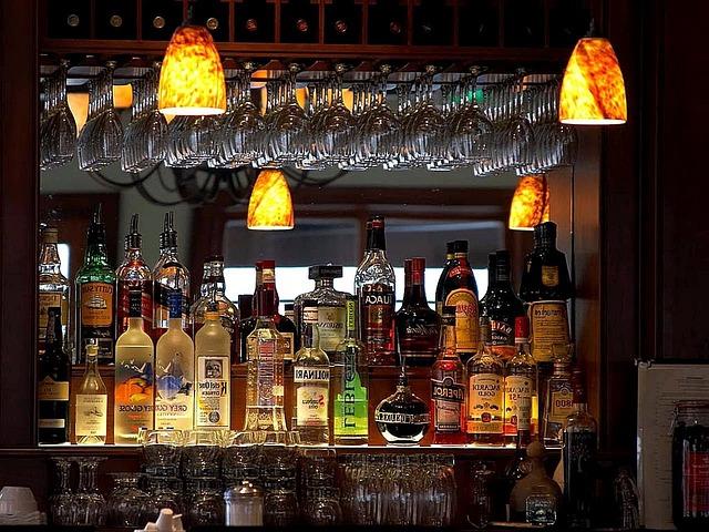 Bars liquors design free photo on pixabay - Como decorar un pub ...