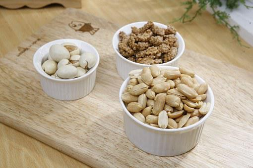 Nuts and peanuts: health by eating