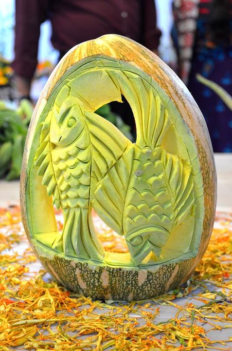 Free photo pumpkin carved fruit decoration