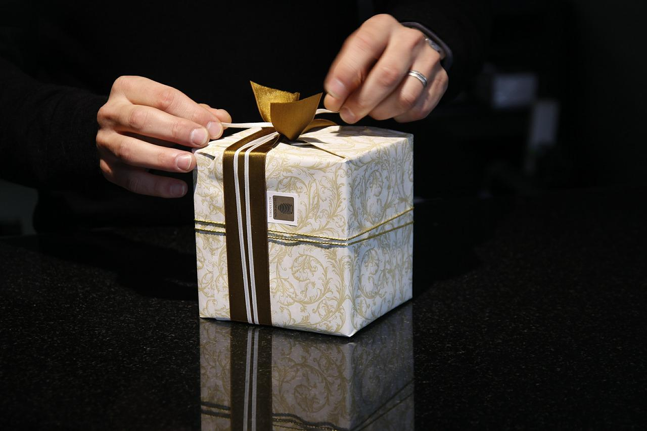 Как подарить мужчине дорогой подарок