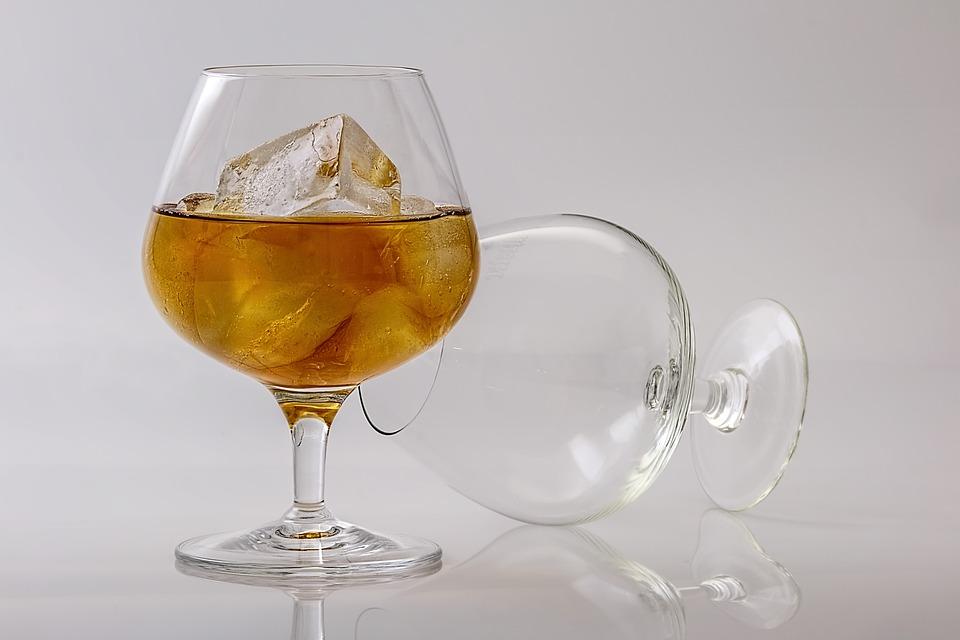 禁酒「アブサン」の飲み方|角砂糖/スプーン/火