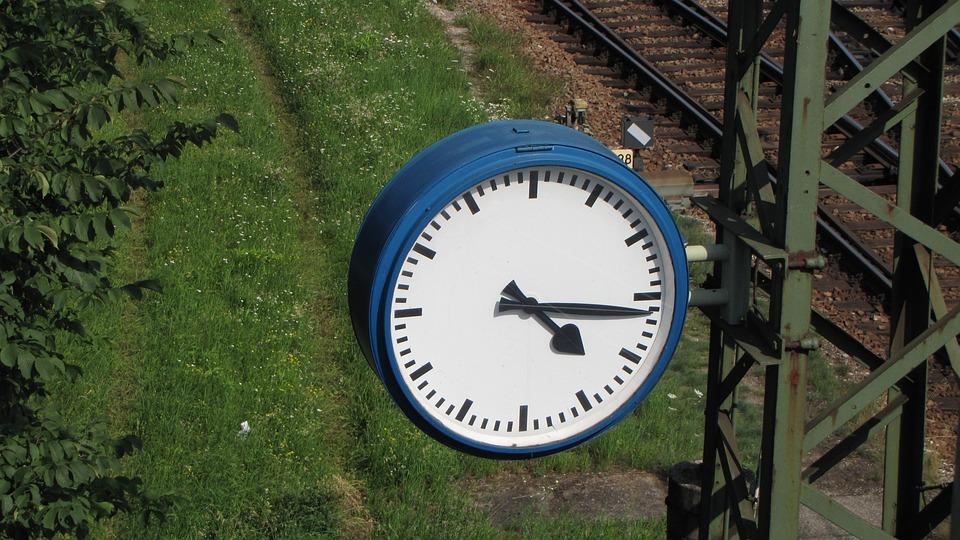forex nyitó órák vasútállomás munka az otthoni kötöttárutól