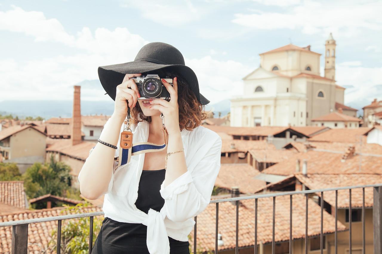 【2021最強旅カメラ】おすすめデジカメ10選|旅行用に最適なのはどのカメラ?のサムネイル画像