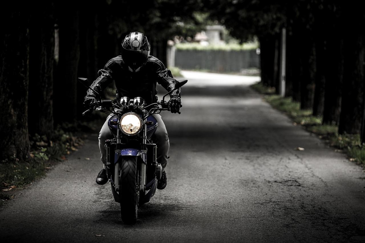 梦见骑摩托车回家代表什么? 女人梦见自己骑摩托车