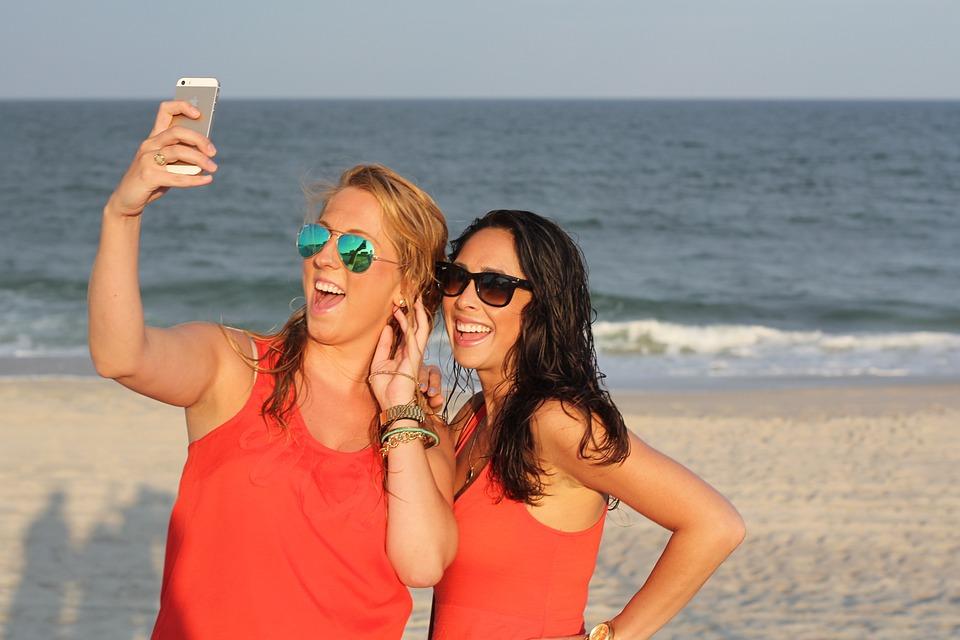 Friends, Girls, Cell Phone, Selfie, Sunglasses, Blonde