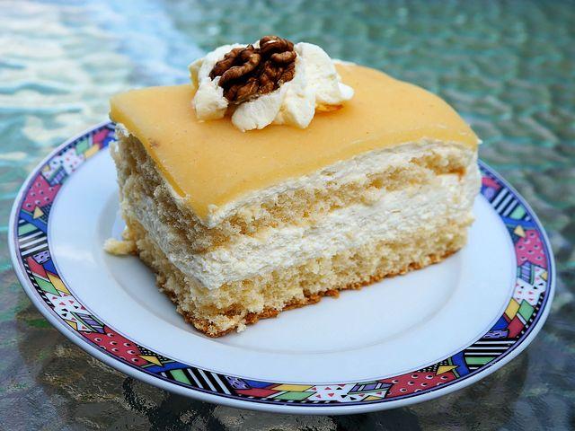 Ореховый торт с творожным кремом
