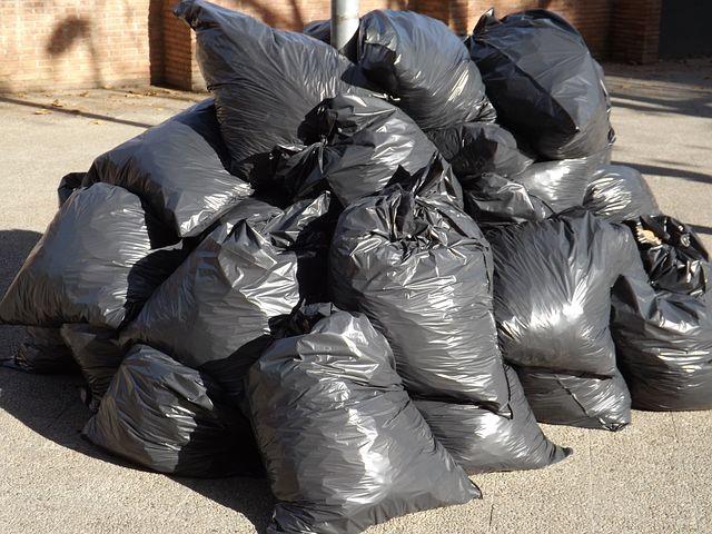 Organize trash in Vero Beach, Florida