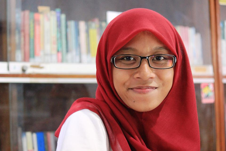 Cute Muslim Girl With Specs