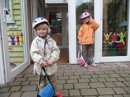 幼稚園, 子供, 保育園バッグ, 自転車用ヘルメット, 幸せです, ドア