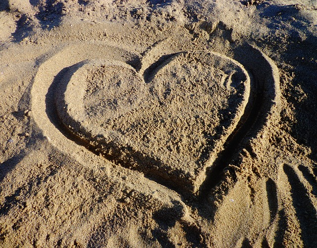 Photo gratuite c ur amour sable amoureux amant - Coeurs amoureux ...