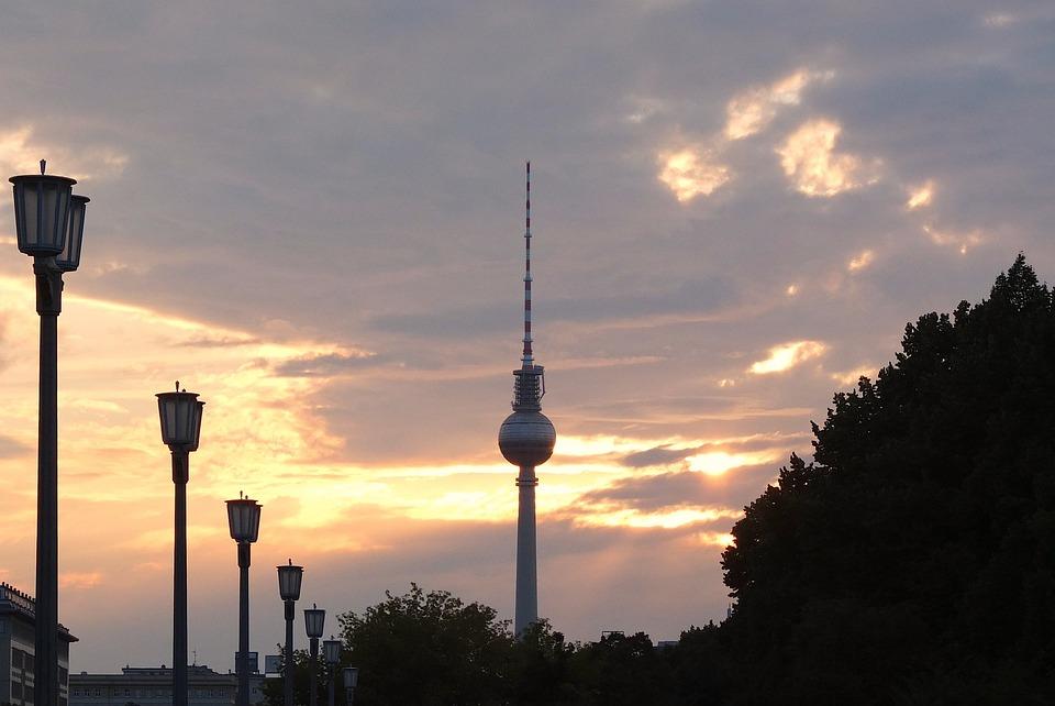 Fernsehturm, Berlin, Abend, Himmel, Wolken, Sonne