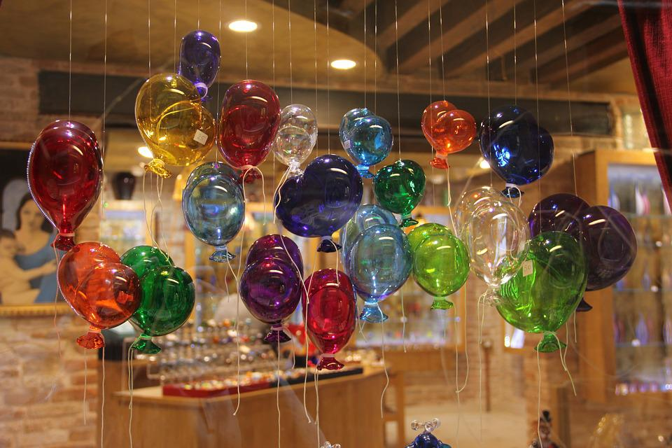 Free photo glass blowing glass balloons free image on - Decoracion con biombos ...