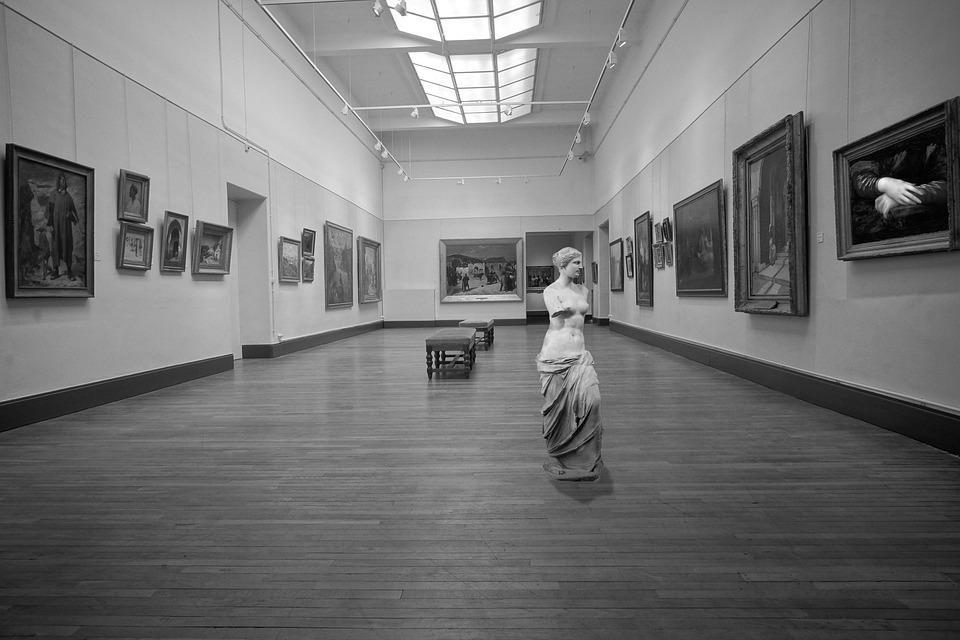 Art exhibition museum statue louvre paris