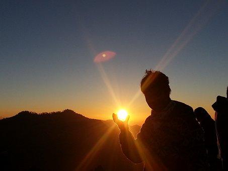 日の出, 太陽, 太陽をつかむ, 太陽を開催, 驚くべき, 男, 人